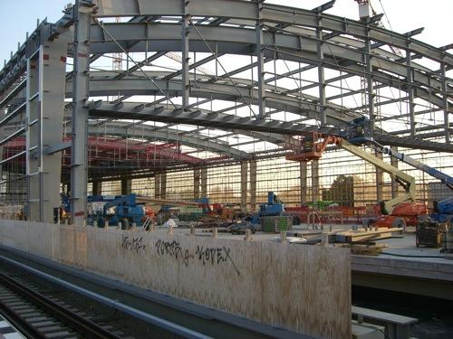 Die Hälfte des Daches am OStkreuz ist gedeckt