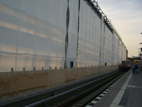 Die Verglasung an der Ostseite Bahnhof Ostkreuz