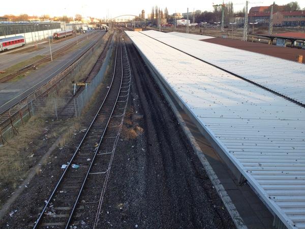 Die Gleise am Bahnhof Warschauer Straße sind entfernt