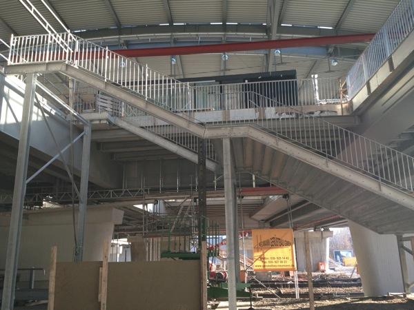 Treppe zum Bahnsteig E