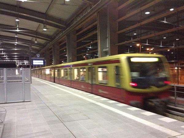 Ostkreuz Ringbahnhalle im Nachtbetrieb