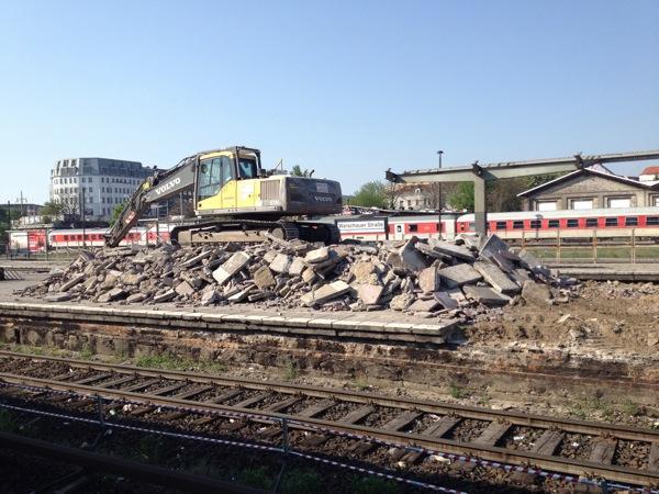 Abbrucharbeiten am S-Bahnhof Warschauer Straße