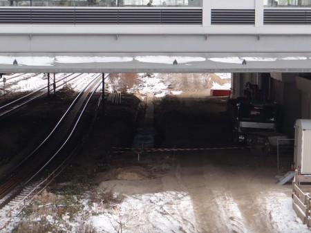 Die südliche Bahnsteigkante des Regionalbahnsteig Ru