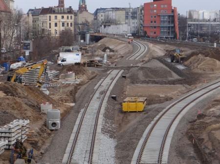 Die Gleise zum Bahnsteig Rn1