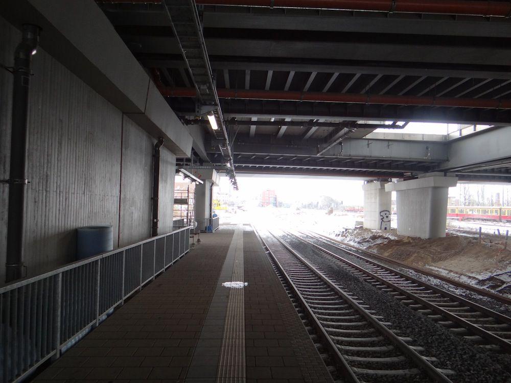Unter der Ringbahnbrücke Blick Richtung Osten
