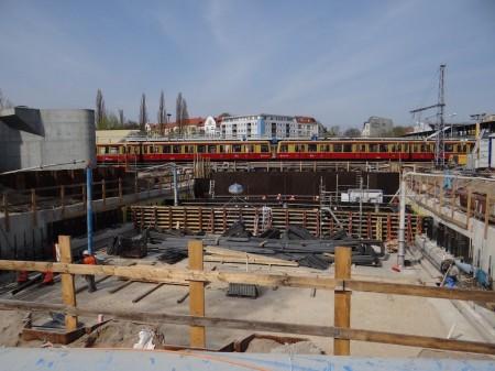 Blick in die Grube der A100 Vorleistung am Ostkreuz