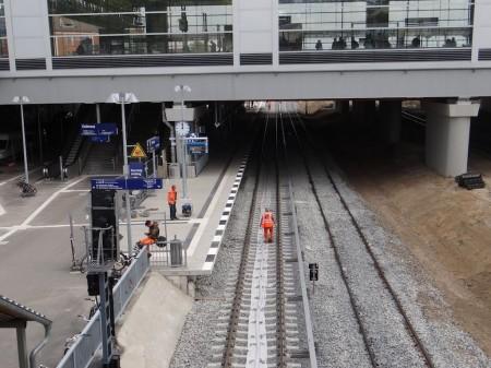 Letzte Arbeiten am Bahnsteig Rn1