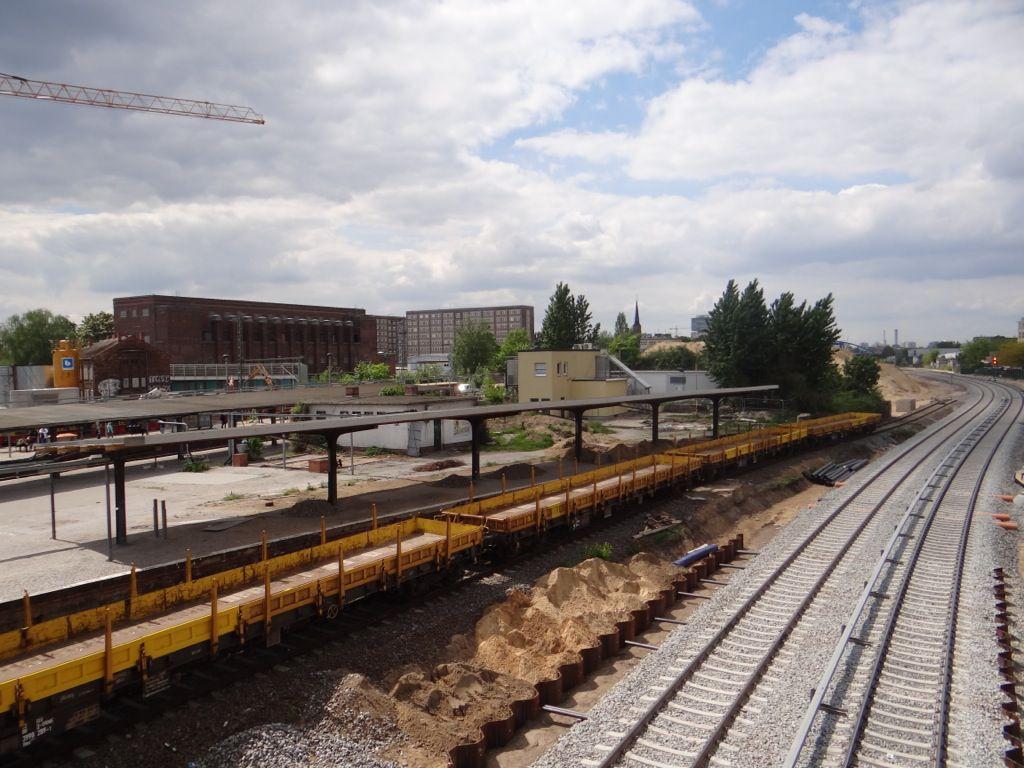 Der alte Bahnsteig D mit Materialzug