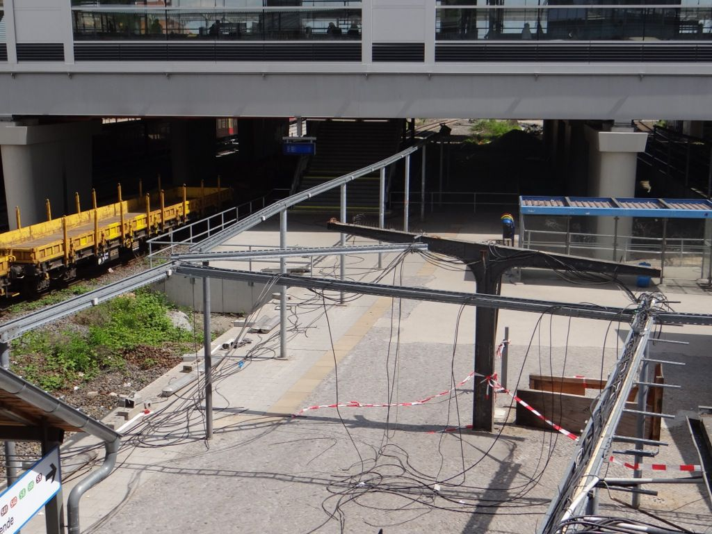 Bahnsteig D wird bereits zurückgebaut