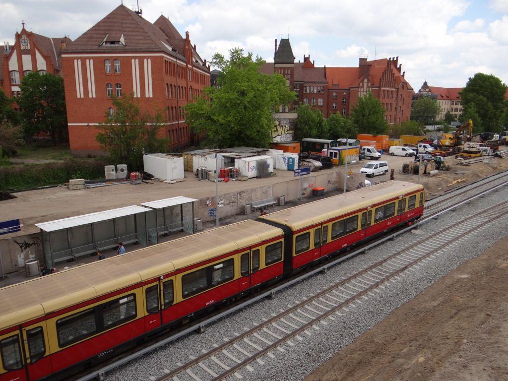 S-Bahn am neuen Bahnsteig Rn1