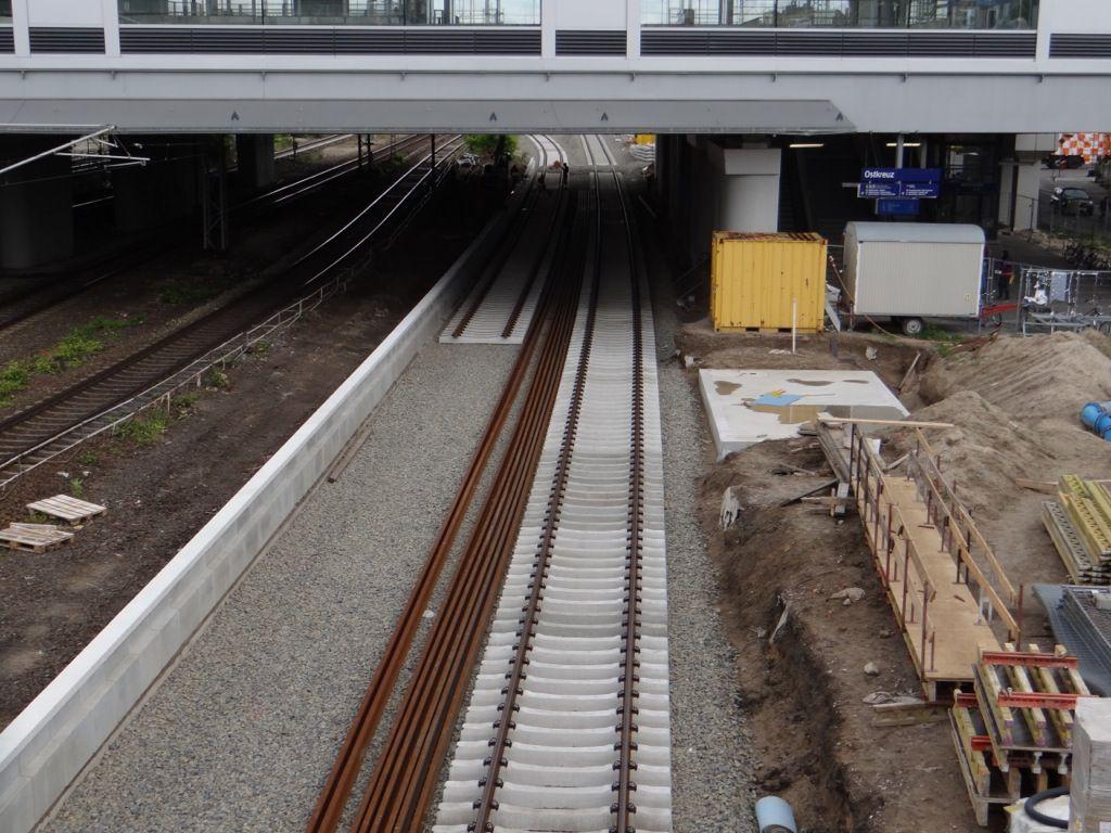 Die neue Bahnsteigkante ist fast komplett