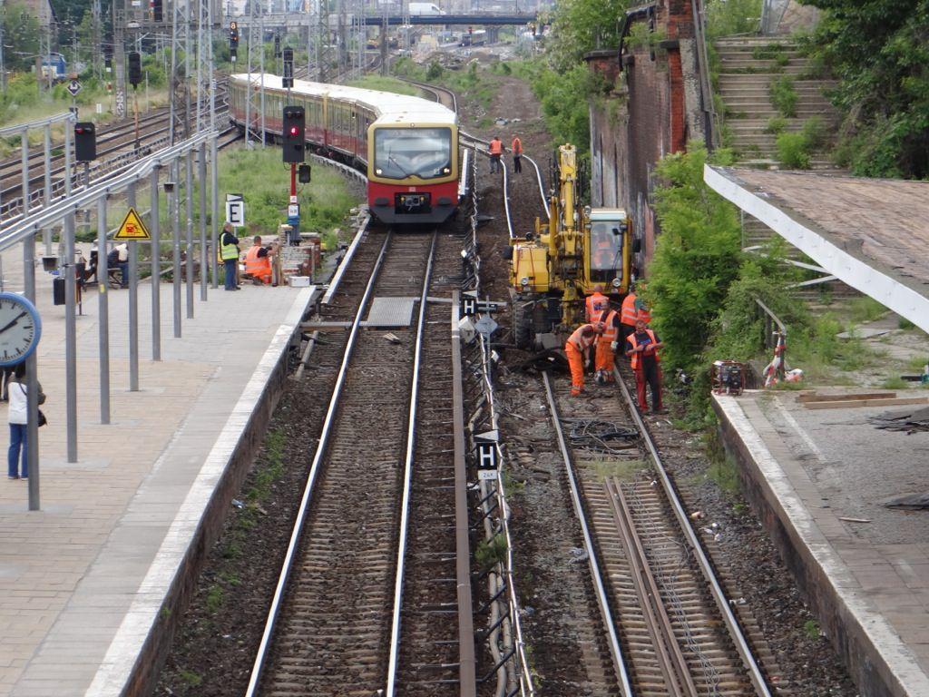 Kabelarbeiten am ehemaligen Bahnsteig D