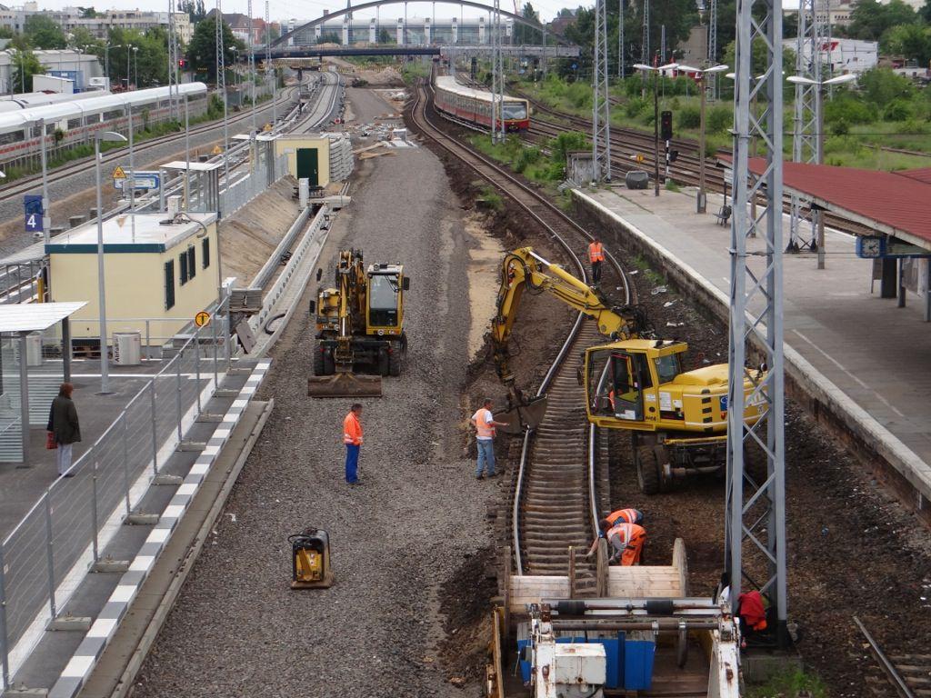 Die ehemaligen S-Bahngleise werden zu einem Baugleis verbunden