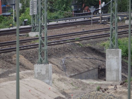 Stützwand Fernbahntrasse