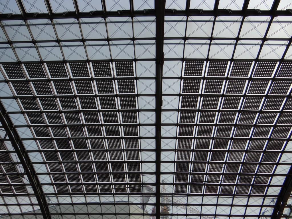 Solaranlage auf dem Dach des Hauptbahnhofes