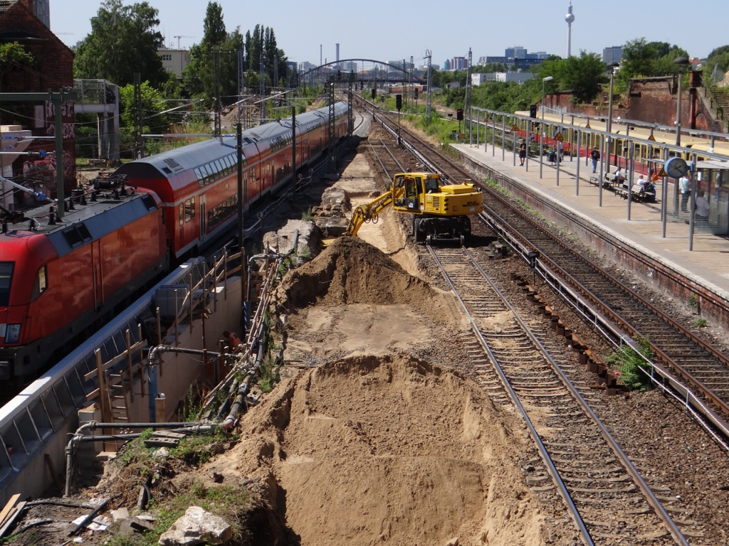 Beräumen der alten Fernbahntrasse