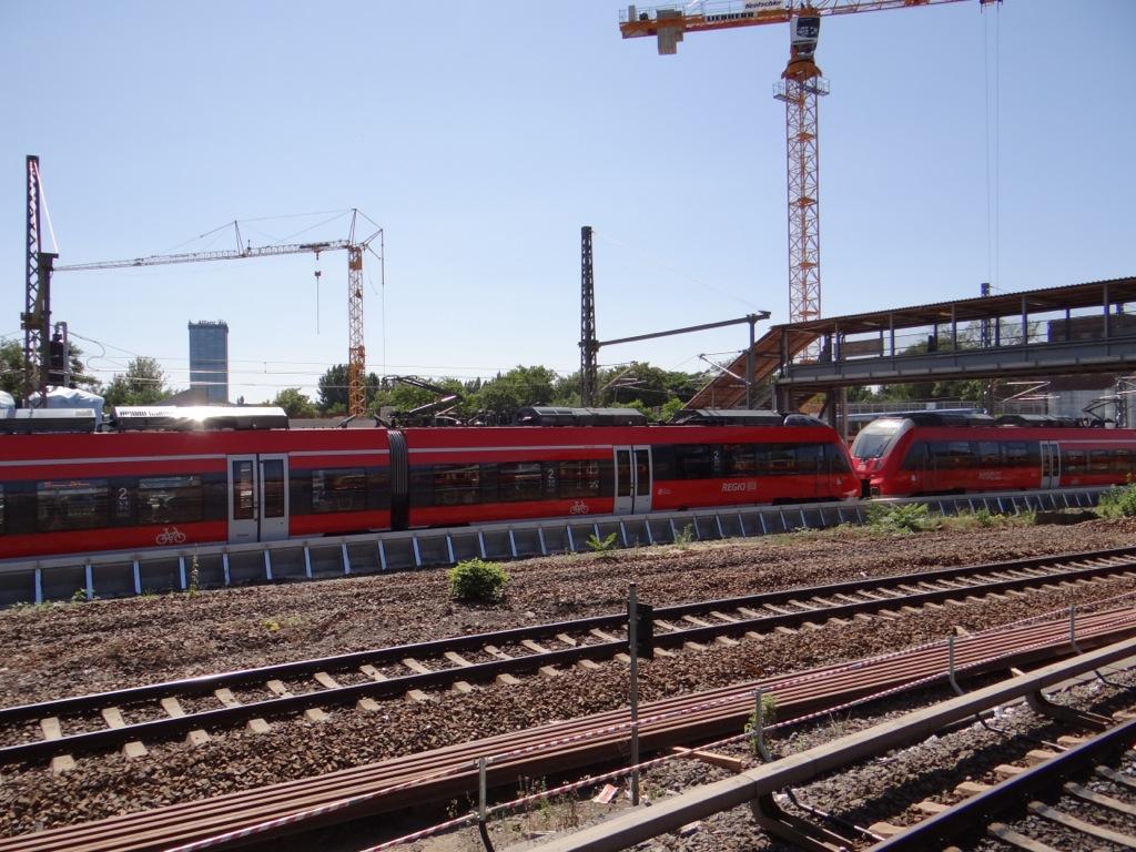 Airport Express an der neuen Bahnsteigkante