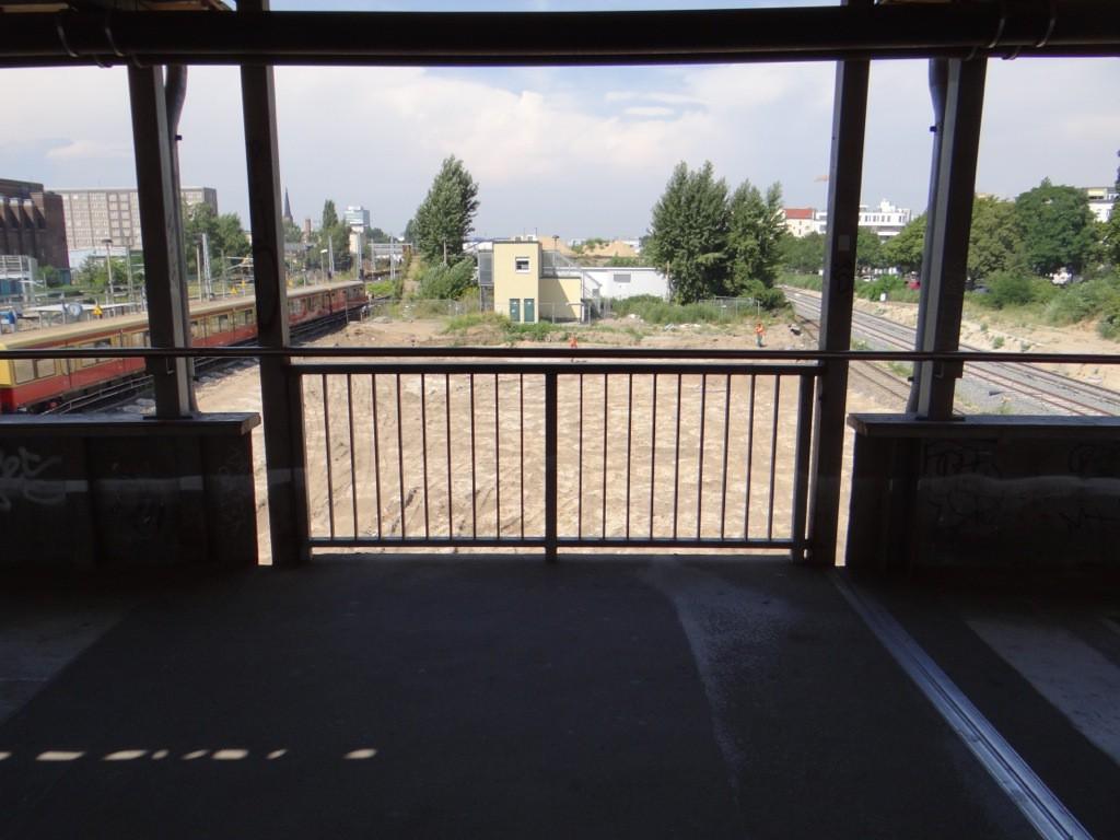 Provisorische Treppe zum Bahnsteig D