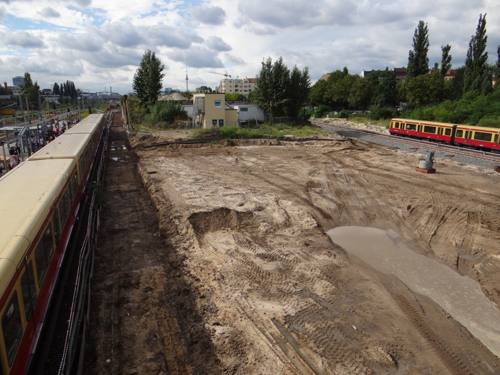 Bahnsteig D beräumt, jedoch kein Baubeginn