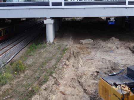 Nördliche Bahnsteigkante des Bahnsteigs D