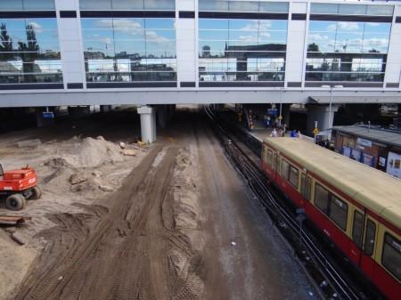 Die provisorische Baustraße unter der Ringbahn