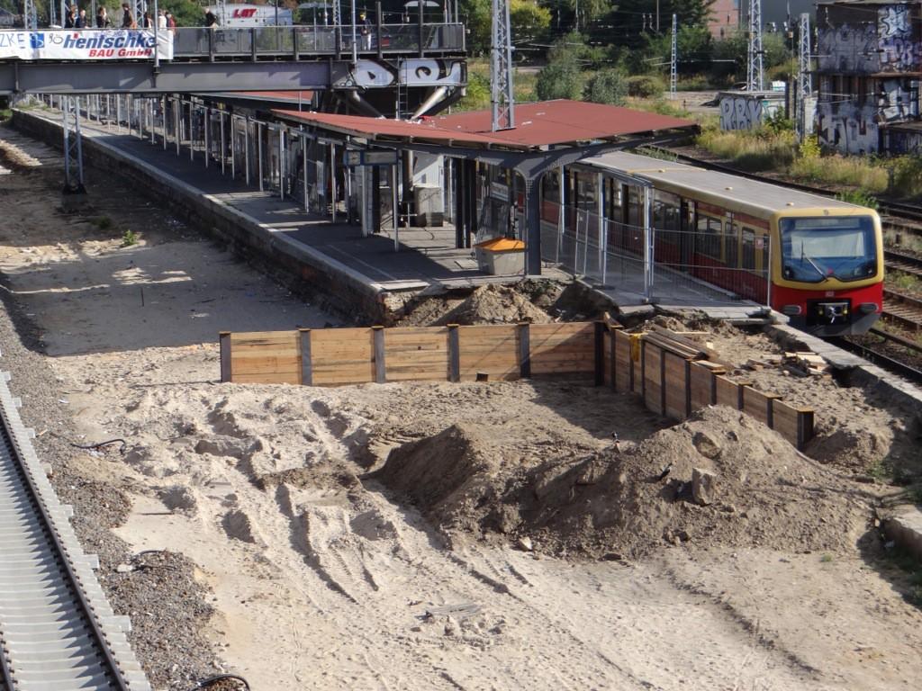 Die künftige Baugrube für die neue Bahnhofshalle