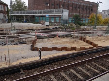 Baugrube für einen weiteren Brückenpfeiler