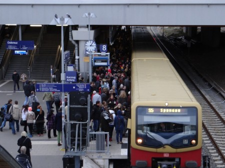 S-Bahn am Bahnsteig Rn1