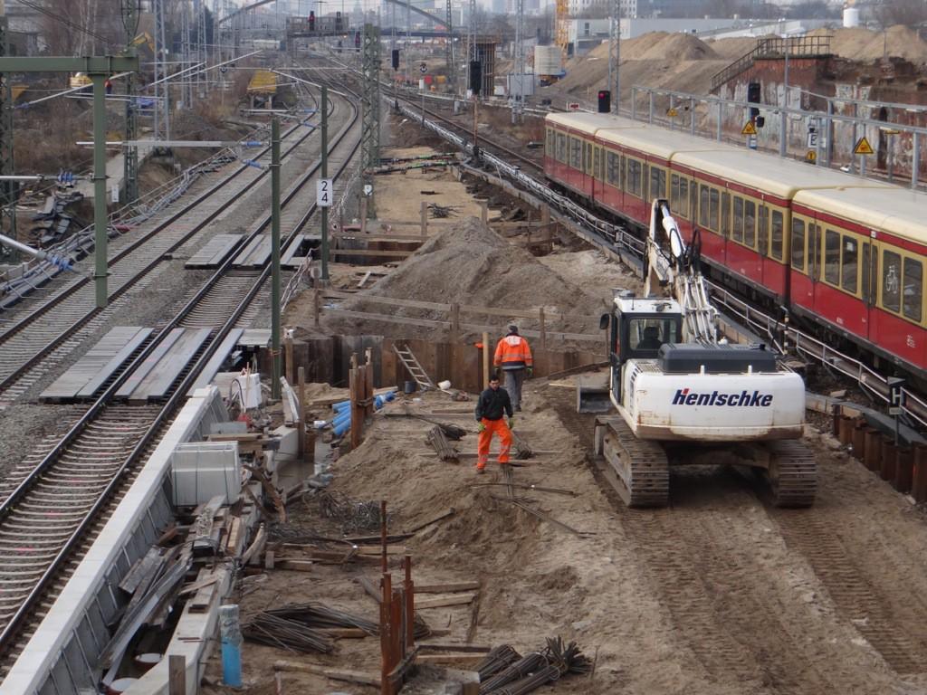Fundamente für die Brückenpfeiler am Bahnsteig Ru