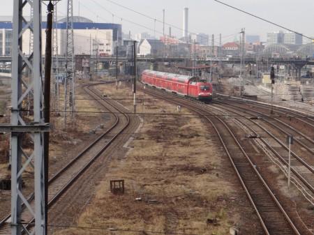 Geräumte Trasse der Fernbahn an der Warschauer Straße