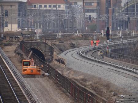 Der komplette Abbruch erfolgt nach Inbetriebnahme des 2. S-Bahngleises