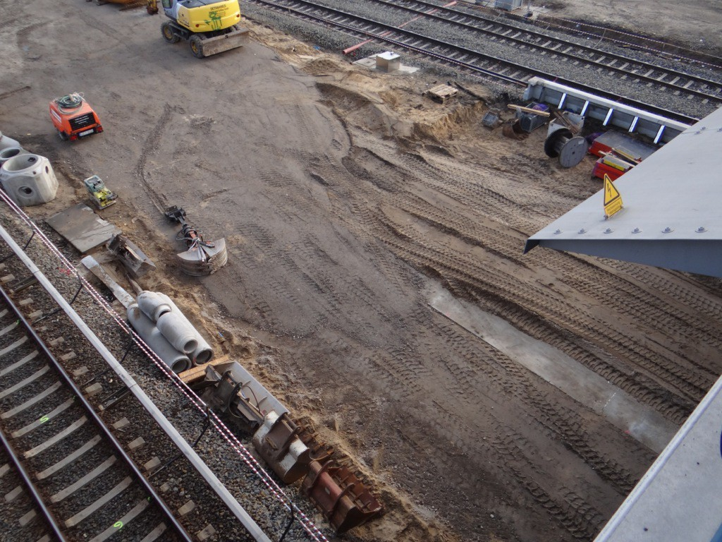 Östliches Ende des Regionalbahnsteigs unten