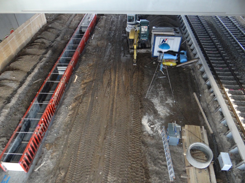 Aufbau zweite Bahnsteigkante Ru