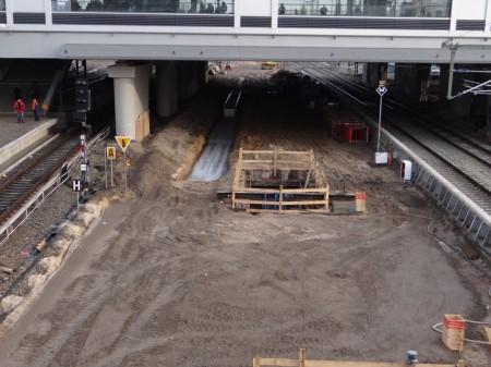 Links der neuen Bahnsteigkante halten ab Sommer die Züge der S3