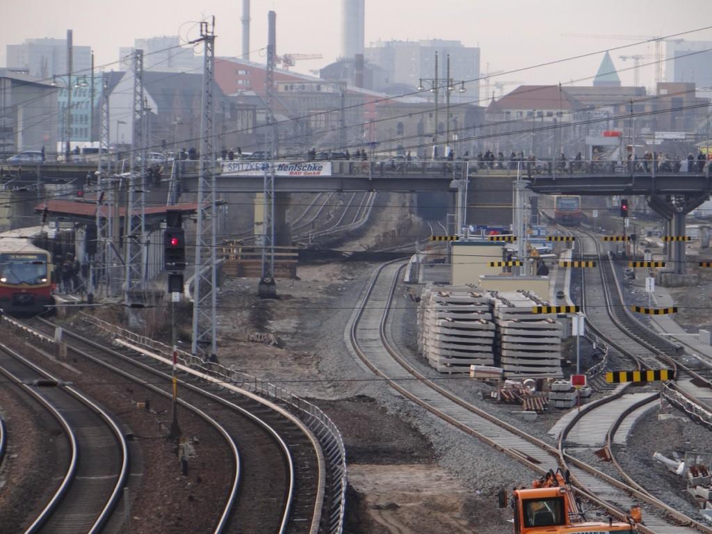 Blick auf den Bahnhof Warschauer Straße mit neuem zweiten S-Bahngleis