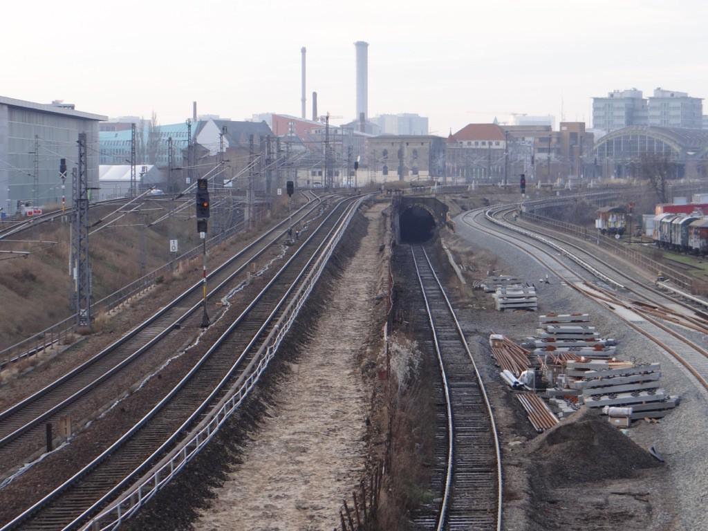 Neue und alte Gleise westlich des Bahnhofs Warschauer Straße