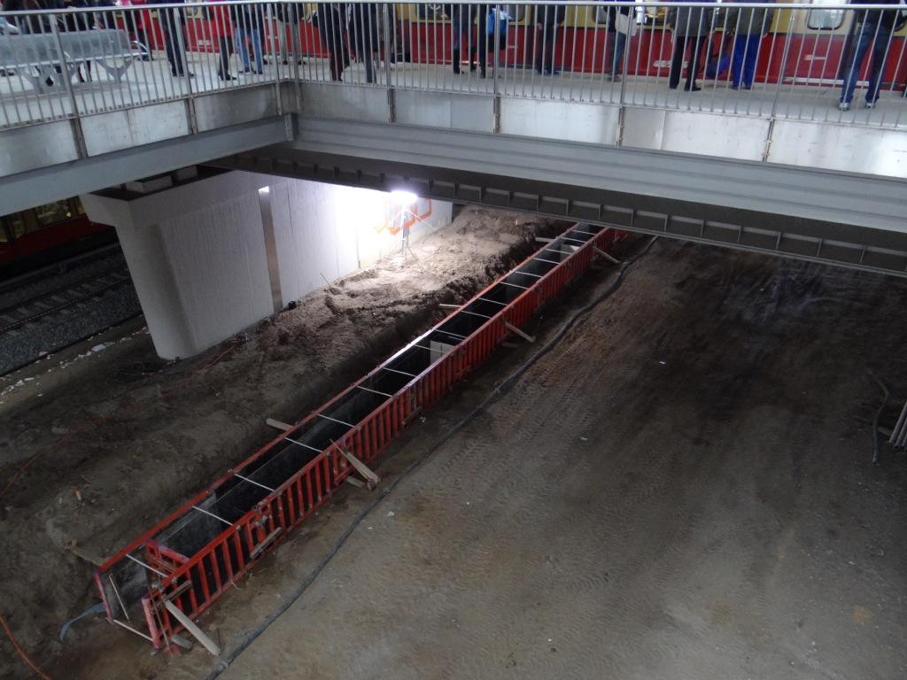 Bahnsteigkante für den neuen Bahnsteig D