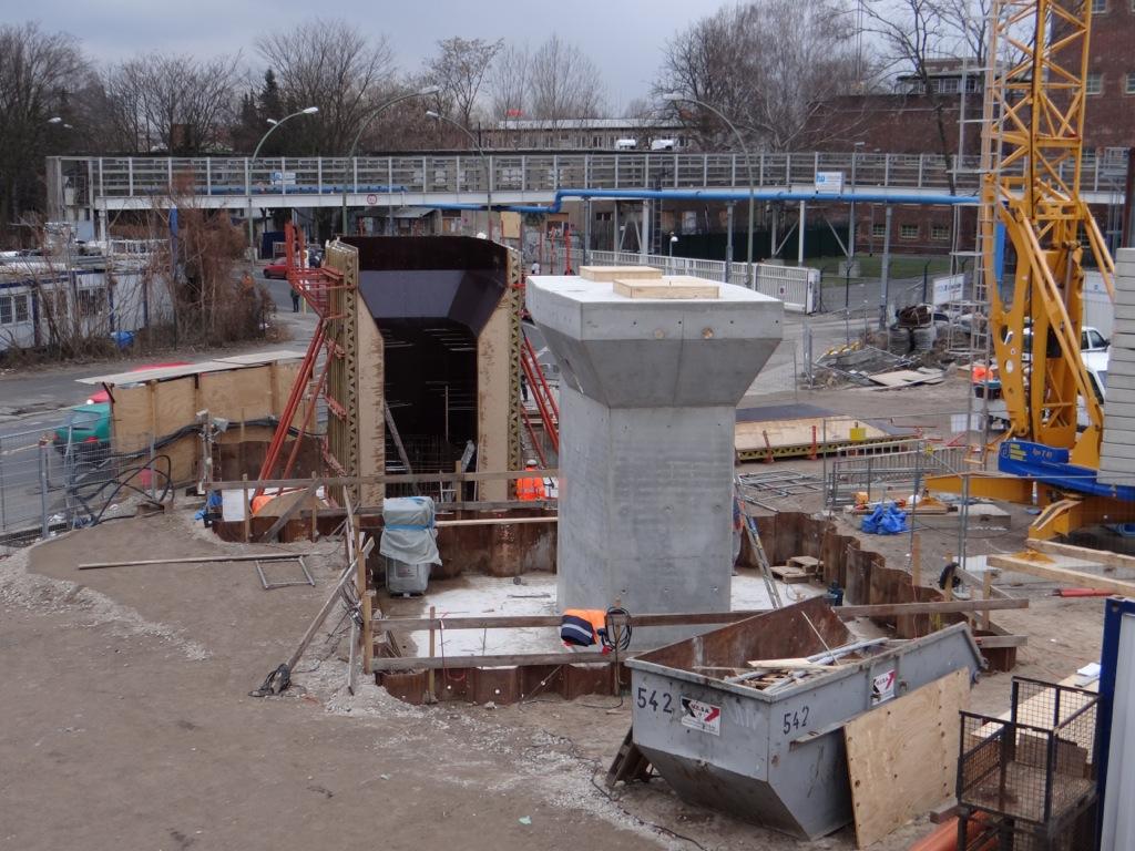 Neuer Brückenpfeiler am Markgrafendamm