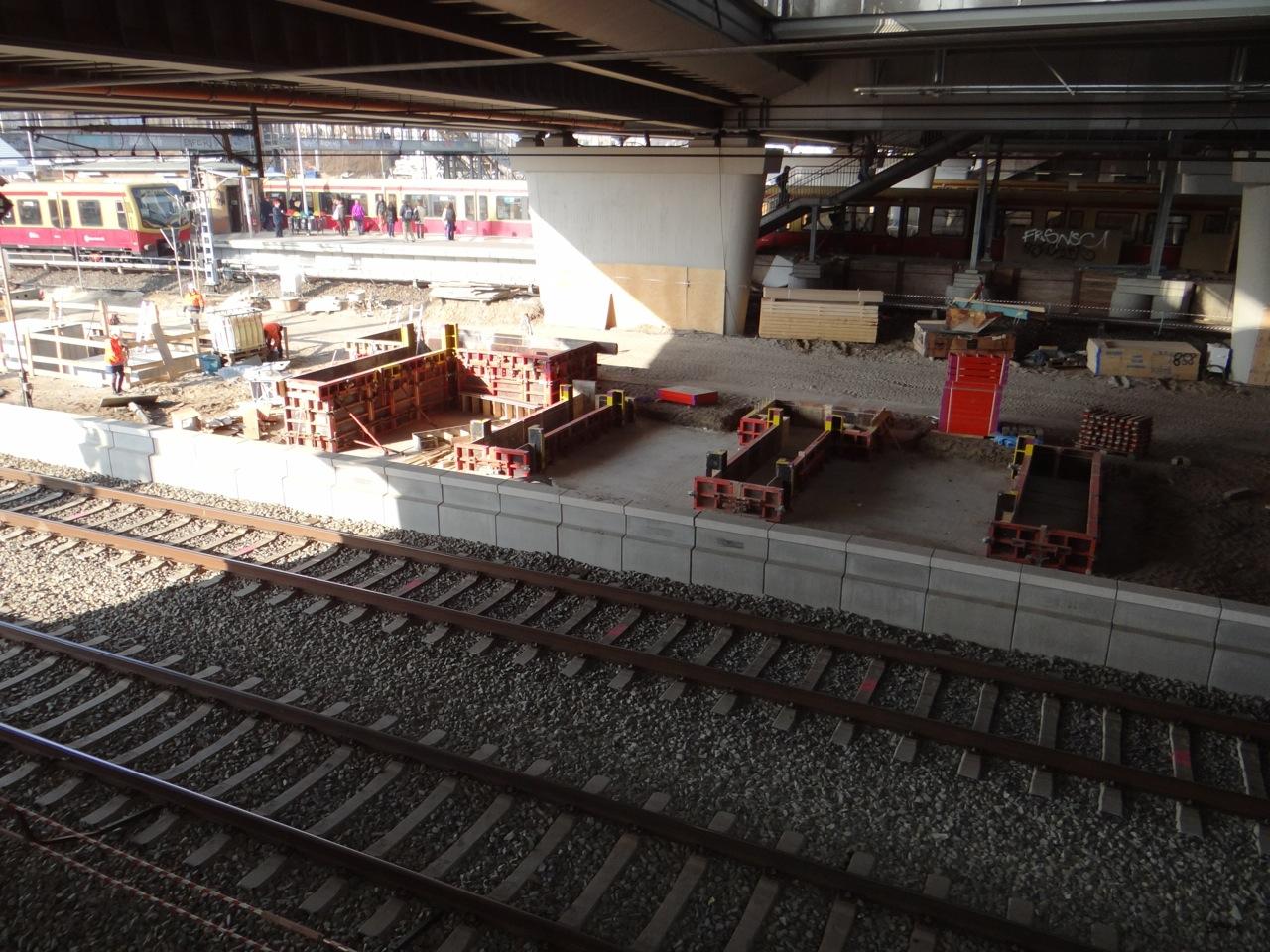 Fundamente Treppenaufgang Bahnsteig Ru