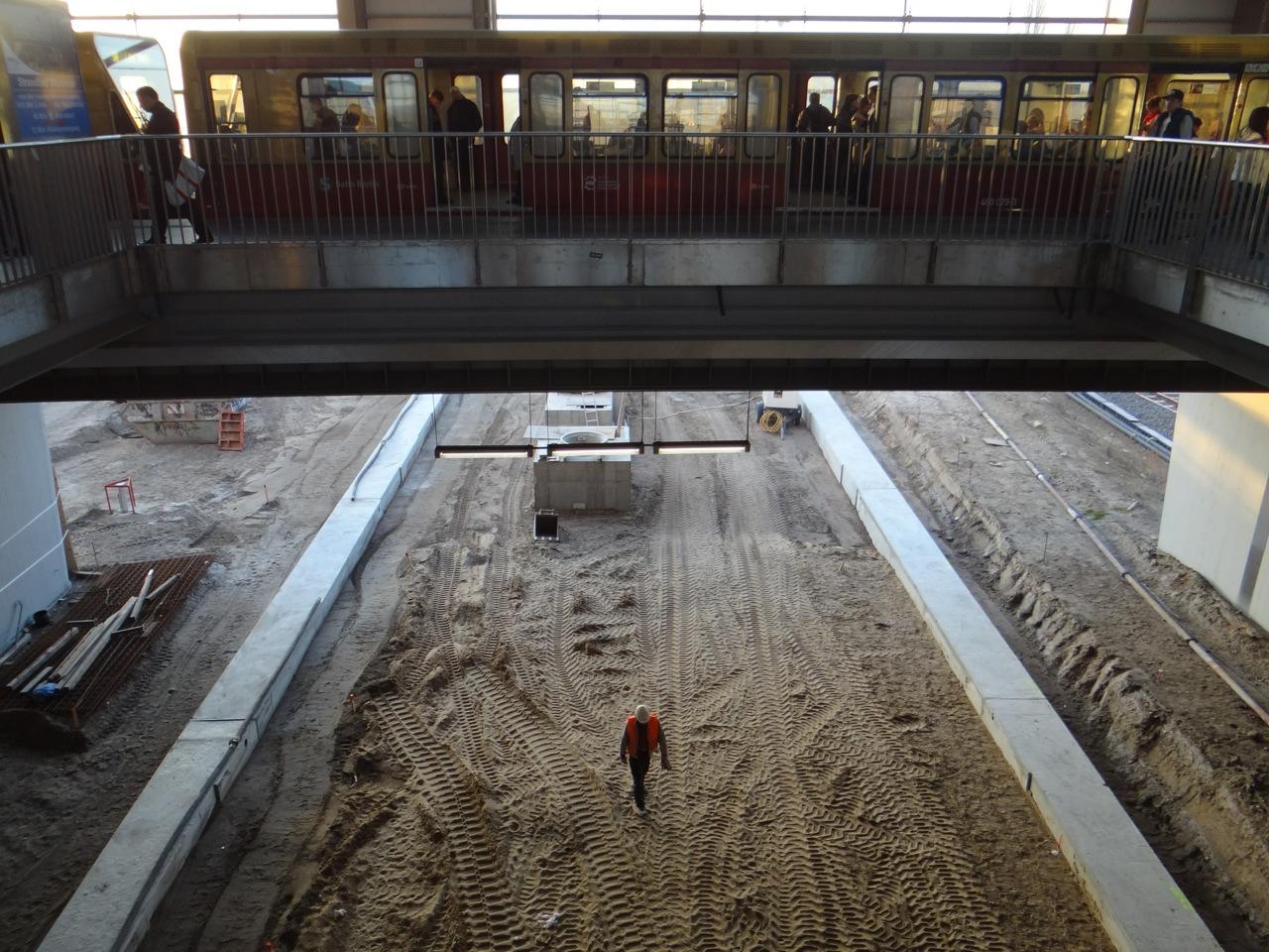 Blick vom Ringbahnsteig auf den Bahnsteig D