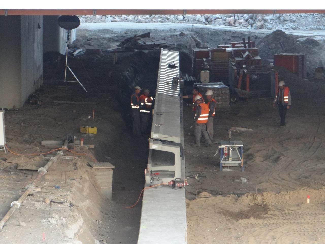 Blick auf die neue Bahnsteigkante am Bahnsteig D
