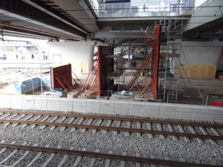 Treppenaufgang Bahnsteig Ru zum Bahnsteig F