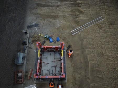 Das Fundament für den Aufzug zwischen Bahnsteig Ru und F ist bereits fertig