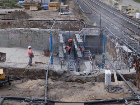 An der A100-Vorleistung werden Vorbereitungen zur Deckelung der Grube getroffen