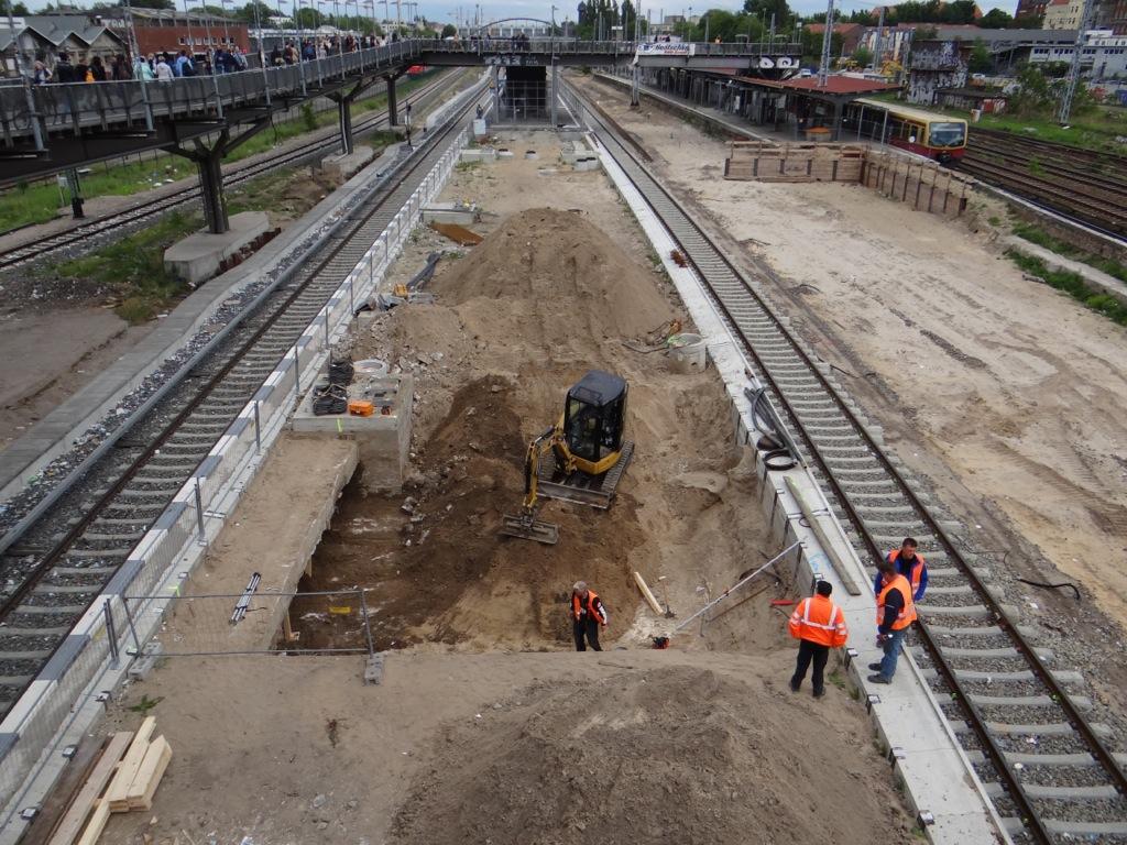 Der künftige stadteinwärtige Bahnsteig