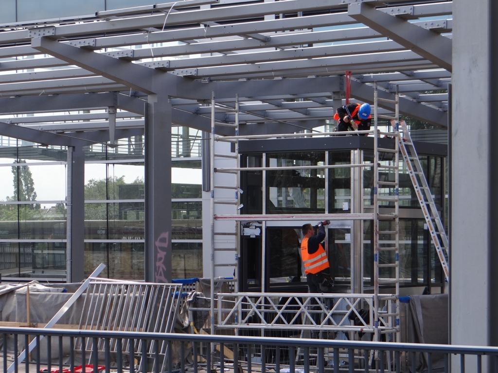 Arbeiten am Fahrstuhl Bahnsteig Ro