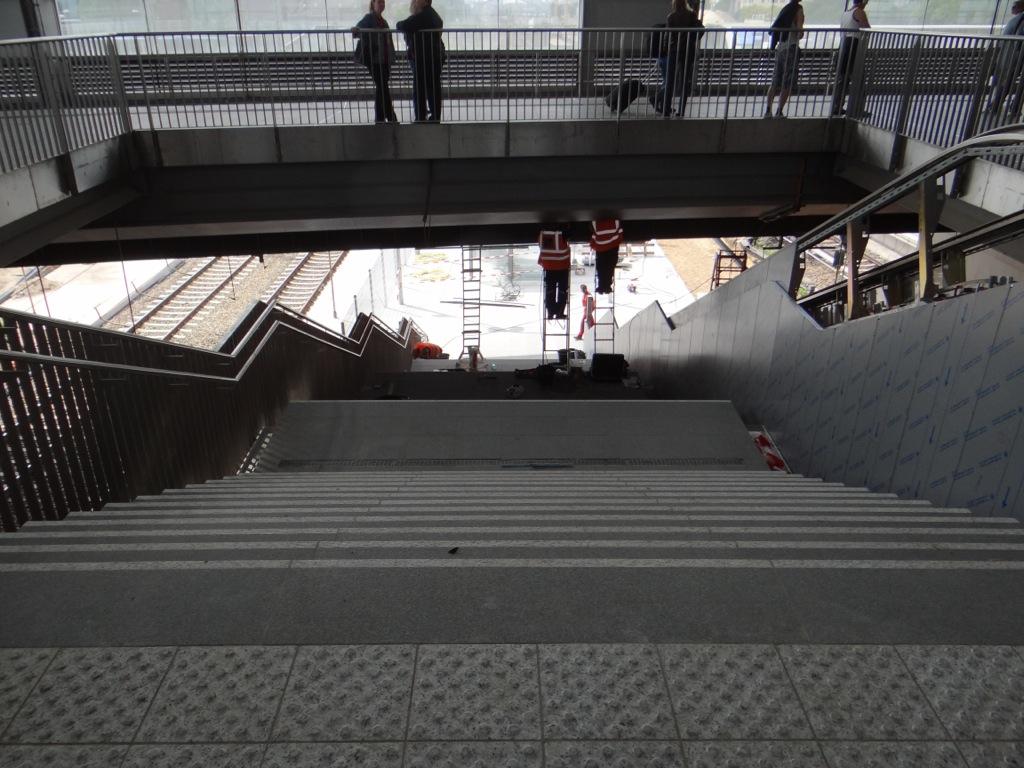 Treppe zum Bahnsteig Ru