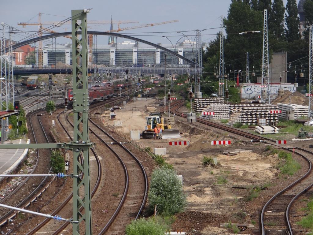 Das Gleisplanum der Fernbahn wird hergestellt