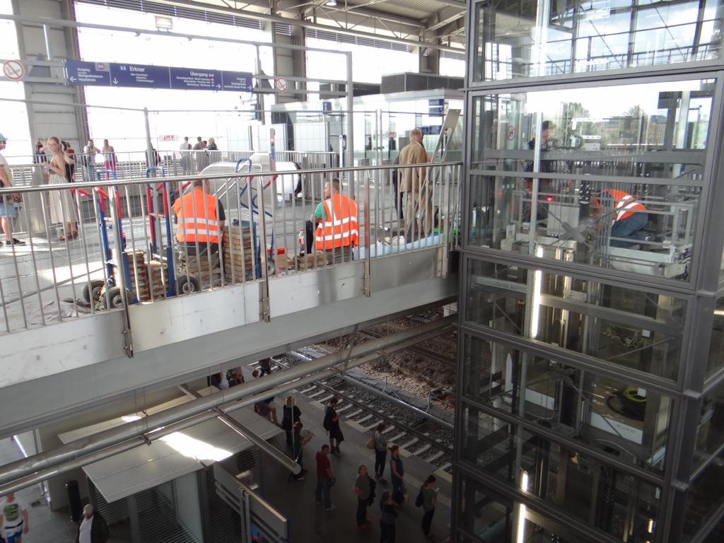 Aufzug Bahnsteig F und Ru