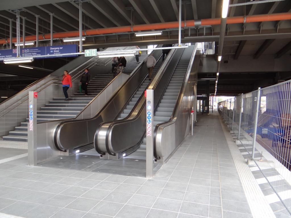 Rolltreppen Bahnsteig D